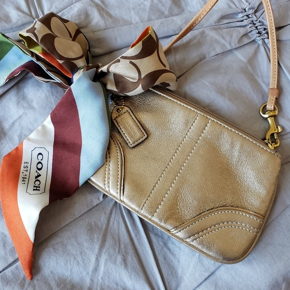 Coach Handbags - COACH🥰AUTHENTIC  soft leather wristlet w/scarf